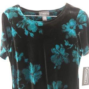 Elements short sleeve velvet top size medium